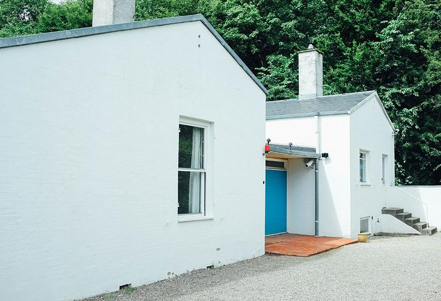 outside-juhl-house-1